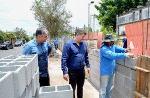 Começa a construção do muro da escola Caic no Jardim Brasília