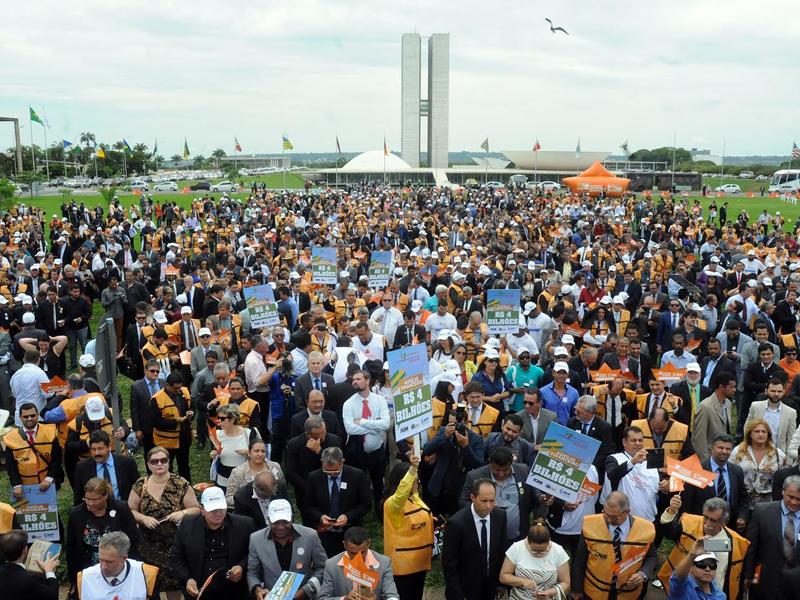 RC vai receber R$ 1,3 milhão após manifestação de prefeitos em Brasília