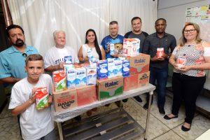 Fundo Social recebe doação de leite da Associação de Pesca Esportiva