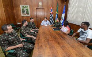 Juninho recebe novo chefe de instrução do Tiro de Guerra