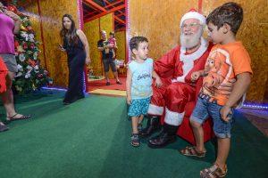Casa do Papai Noel é atração na praça Dalva