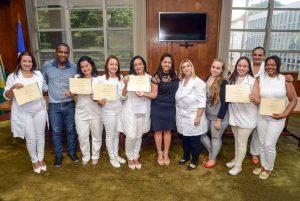 Fundo Social capacita alunas em curso de massagem