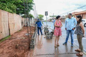 Construção de muro das escolas Caic e Isolina entra na reta final
