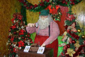 Trenzinho e casa do Papai Noel  são atrações na Praça Dalva