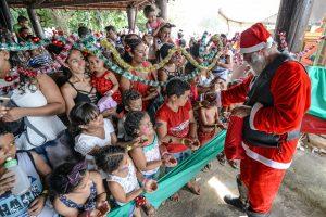 Natal no Lago reúne quase dez mil pessoas na chegada do Papai Noel