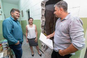 Prefeitura investe R$ 100 mil na  manutenção e reforma de duas escolas