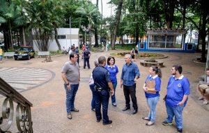 Guarda Municipal e serviço social fazem operação no Jardim Público