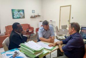 Prefeito Juninho propõe parcerias ao novo diretor regional de saúde