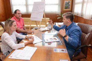 Juninho reúne secretários para planejamento de 2018