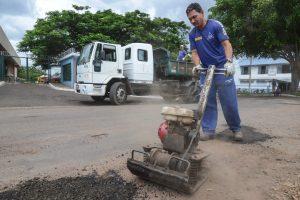 Prefeitura amplia serviço de tapa-buracos