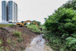 Prefeitura desobstrui trechos do córrego Wenzel no Jardim São Paulo