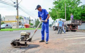 Prefeitura reforça serviços de tapa-buracos