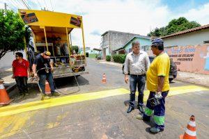 Prefeitura reforça pintura de sinalização de solo em Rio Claro