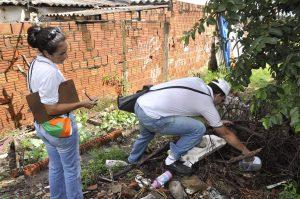 Descarte irregular de lixo prejudica combate à dengue