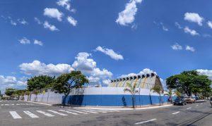 Entorno da Escola Caic ganha revitalização e novo paisagismo