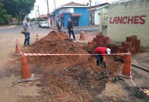 Prefeitura elimina canaleta para melhorar trânsito no Bairro do Estádio
