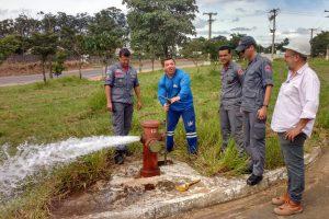 Daae e Corpo de Bombeiros fazem manutenção nos hidrantes do município