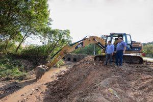 Prefeitura realiza obra para conter  erosão no Paineiras e Santa Elisa