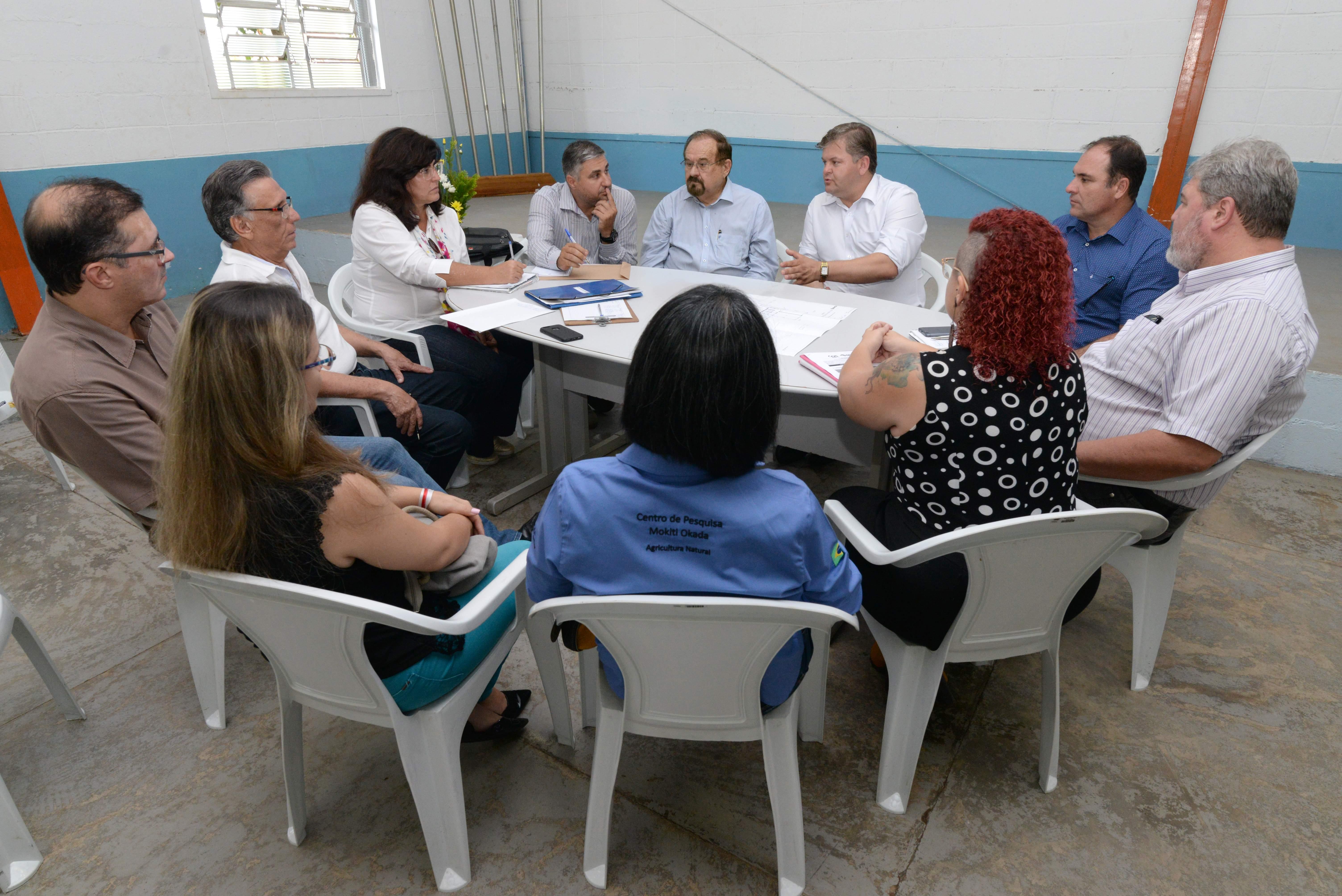 Implantação do curso de agroecologia  é tema de reunião em Rio Claro