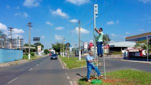 Prefeitura inicia instalação de semáforos na Av. Tancredo Neves com a Rua 18