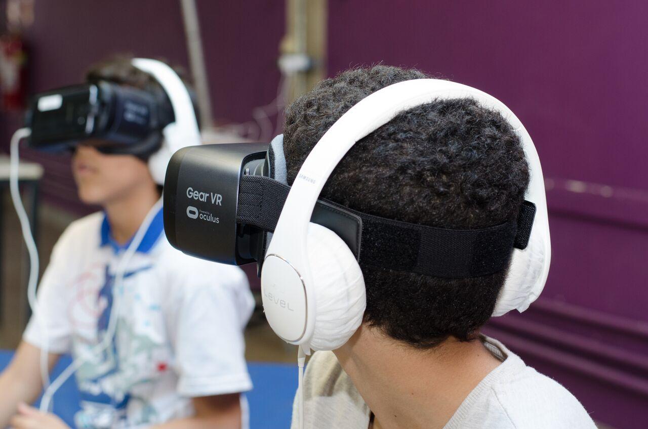 Acrobacias e realidade virtual são atrações em circuito de artes no Lago Azul