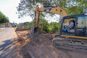 Prefeitura de RC contém erosão e  recupera trecho do Córrego Olinda