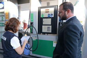 Procon fiscaliza postos de combustíveis em Rio Claro