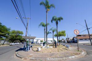 Prefeitura revitaliza praça na Via Presidente Kennedy