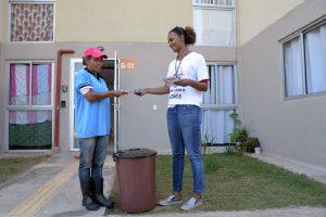 Moradores do Jardim das Nações   recebem orientações sobre descarte de lixo