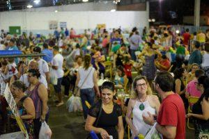 Feira Corujão tem troca de figurinhas da Copa do Mundo