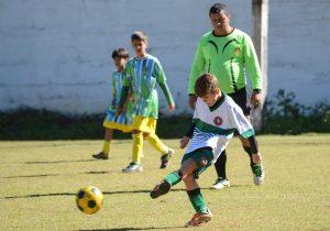 Goleadas marcam os primeiros jogos do   Campeonato de Futebol Dente de Leite