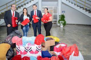 Santander doa agasalhos e cobertores ao Fundo Social