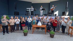 Centenas de pessoas comemoram em baile aniversário de Rio Claro