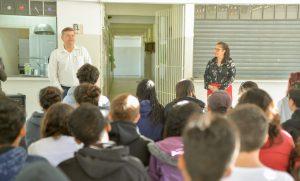 Alunos da Escola Oscália discutem  política com prefeito Juninho