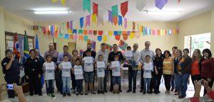 Alunos da Escola Benedicto José Zaine recebem diploma do Geduc
