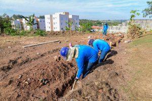 Prefeitura inicia reconstrução  de muro de escola no Mãe Preta