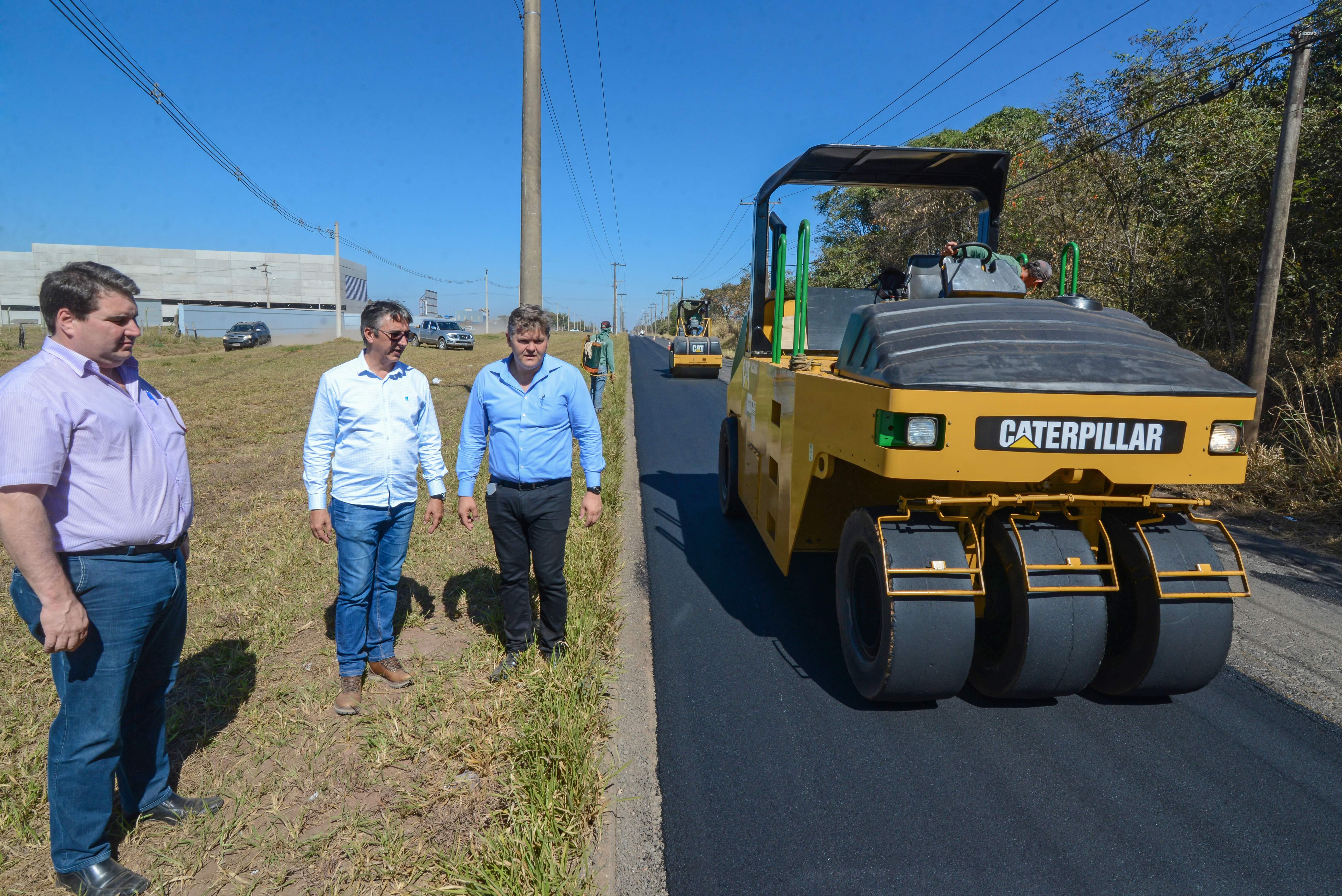 Prefeitura inicia recapeamento na estrada que liga o Distrito Industrial a Ajapi