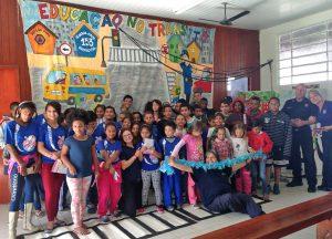 Guarda Civil usa teatro para orientar crianças sobre trânsito seguro
