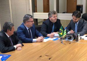 Ministro das Cidades diz a Juninho que dará prioridade para asfalto em RC
