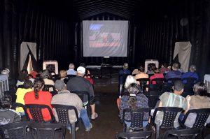 Prefeitura leva cinema de graça aos bairros