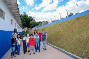 Prefeitura reconstruiu muro de escola danificado há 10 anos