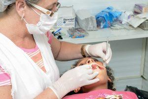 Consultório Odontológico Móvel atende crianças em projeto no Jardim das Flores