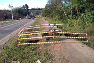 Trecho na ciclofaixa no Bonsucesso  está interditado por causa de buraco