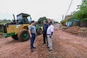 Prefeitura inicia pavimentação  de ruas no Recanto do Paraíso
