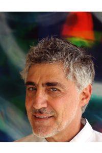 Arte contemporânea de Felipe Senatore  fica em exposição até sexta no Casarão