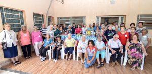 Fundo Social doa 300 litros de leite  para idosos do Centro de Convivência
