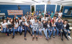 Juninho da Padaria responde cartas  de alunos da Escola Odilon Correa
