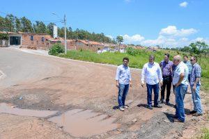Prefeitura e construtora fazem vistoria  nos bairros Santa Lúcia e Bom Retiro