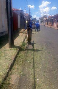 Prefeitura orienta moradores a  manterem calçadas em ordem