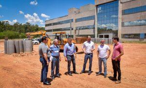 Prefeito e diretor do Fórum  visitam obras do novo prédio